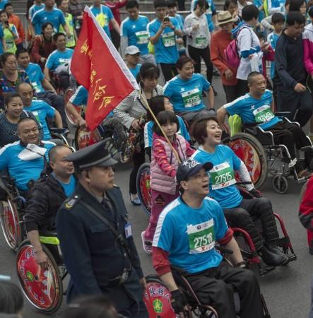 3月22日,2015重庆国际马拉松开赛,共有来自28个国家和地区高清图片