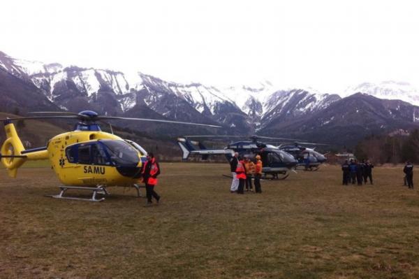 空客a-320飞机坠毁 救援人员已到失事山脚