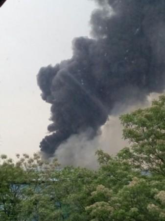 广州海珠区新洲科技园中一厂房发生火灾