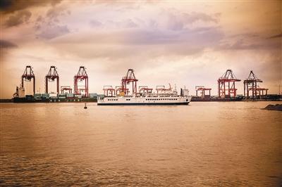 [拥抱丝路·启航]千年港城的崭新使命