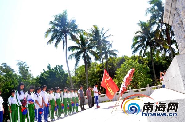 琼中中学学生走进白沙起义纪念园纪念先烈传承红色文化