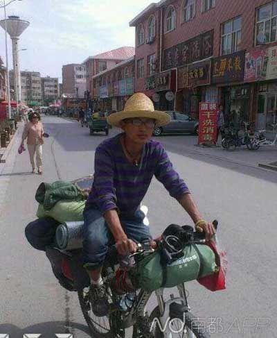 小伙骑车460天游中国在深圳被偷车计划徒步到海南