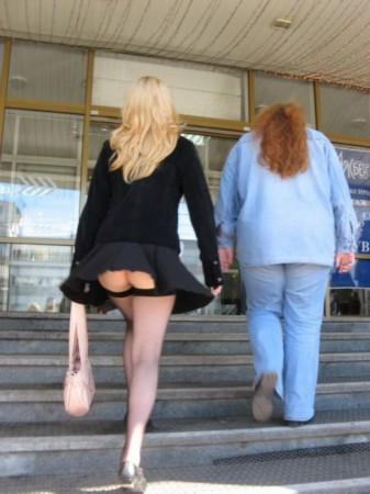女人裙底的无限春光!裙角飞扬惹爆笑