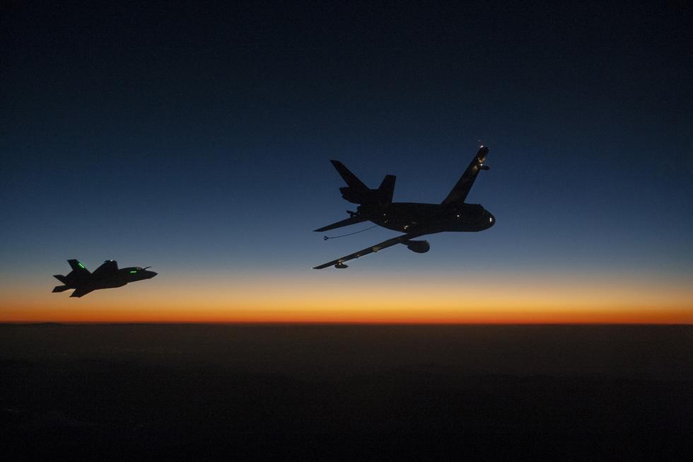 外媒:中国或研垂直起降战机 未来可部署两栖舰