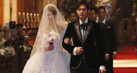 周杰伦和昆凌先后在英国,台湾和澳洲举行了三场婚礼