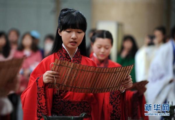 18岁成人自拍偷拍图片_成人礼在陕西西安博物馆举行,来自陕西各地的30名年满18岁的汉服爱好