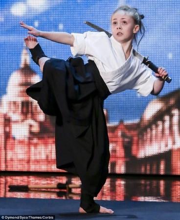 9岁女童武艺惊艳英国达人秀 曾获117项大奖