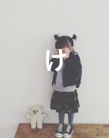 日本小萝莉keemiiiii因为超文艺小清新的穿搭,天真可爱的表情,以及