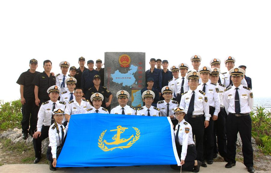 中国首艘千吨级海巡船与水上飞机联合巡航西沙
