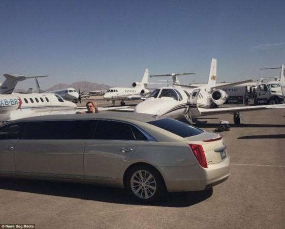 豪华轿车以及私人飞机.