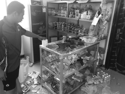 海口8蒙面男持刀棍打砸小超市顺手抢走28包中华烟