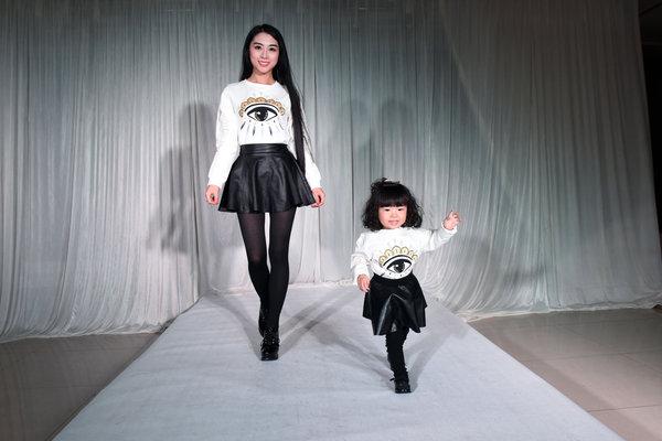 山西辣妈为女儿买奢侈品办t台秀 服装花费近百万图片