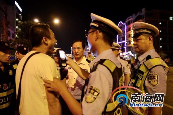 """海南交警一夜异地用警查""""酒驾""""95起机关人员酒驾被通报"""