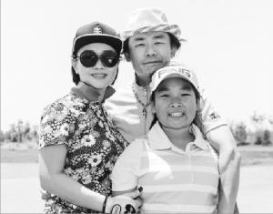 据悉,周立波与富豪妻子胡洁(温州洁瓴不锈钢制品有限公司董事长)结婚