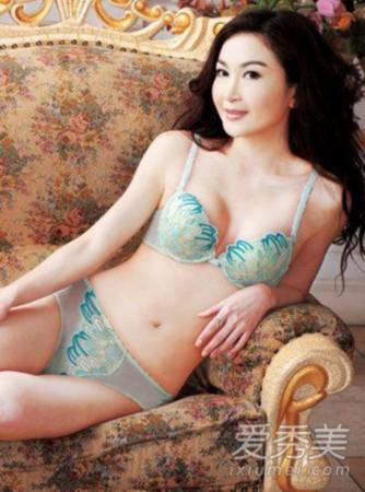 韩国性感天后李孝利也曾拍摄过内衣广告