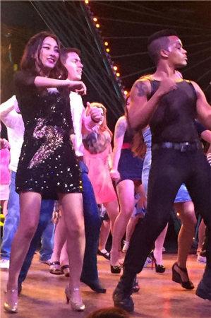 夜店艳舞蹈视频_韩国夜店美女热舞视频高清_韩国夜店美女热舞