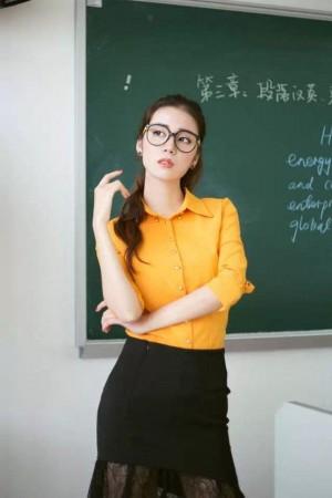 轻、漂亮,作为港大校花,深受宅男热捧.-广外2011播音系毕业照图片