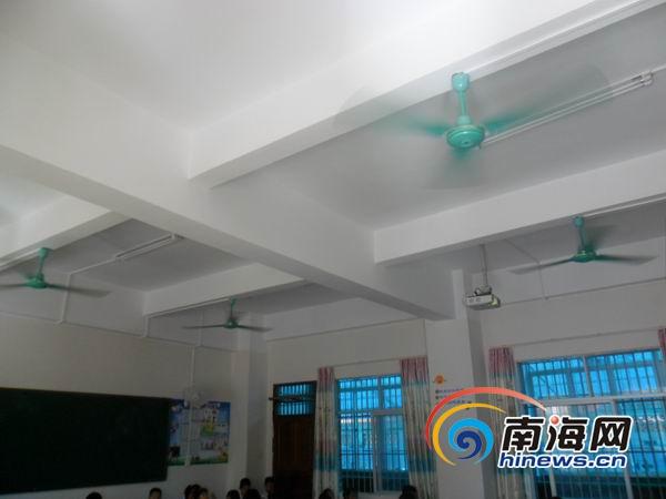 <b>南海网记者调查:海口城区多所学校教室配备风扇</b>