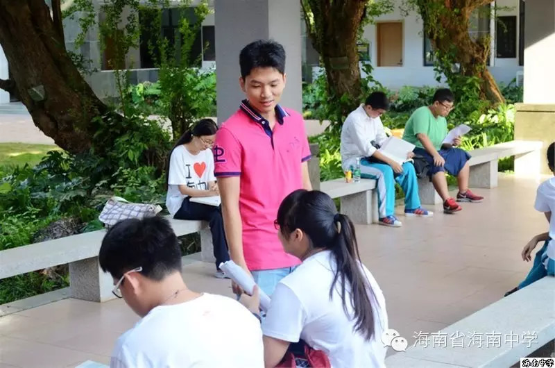 <b>海南中学老师记第一次送考:教育的路再远也不怕</b>