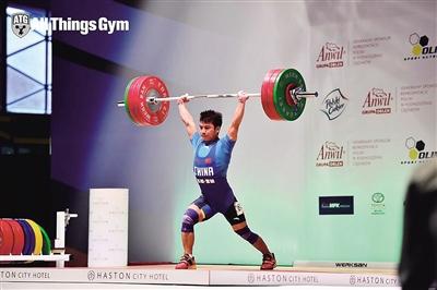 海南小伙世界青年举重锦标赛夺冠正为奥运会努力