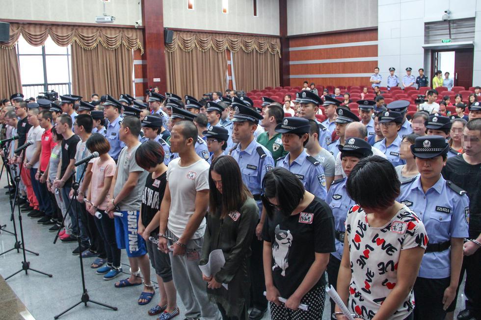 """6月10日,杭州市余杭区法院开庭审理了""""1040阳光工程""""特大传高清图片"""