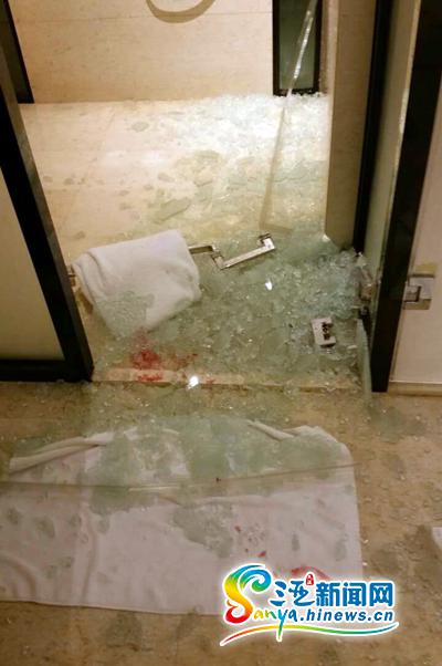 三亞華美達酒店浴室玻璃門爆裂女客人腳踝縫12針