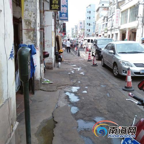 公共泊位变商铺专用车位海口东门市场现停车乱象