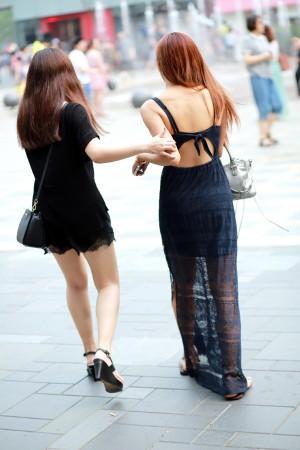 北京夏日街拍,衣着清凉、面容姣好、玉腿修长的纯色京城美女很亮眼图片
