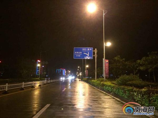 """台风""""鲸鱼""""于22日18时50分在万宁和乐镇沿海地区登陆"""