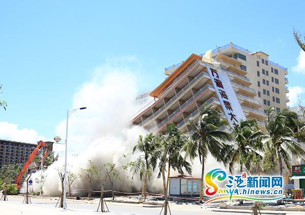 三亚拆除高11层总面积1.4万平米的违建万润海景酒店