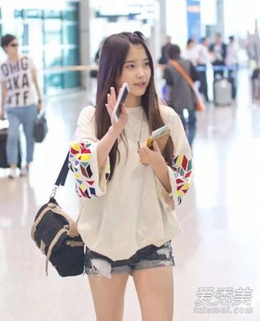 白嫩嫩小处女_红毯孔姐姐喜欢穿黑色和深色系,iu喜欢穿小女孩白,几乎都是浅色系.