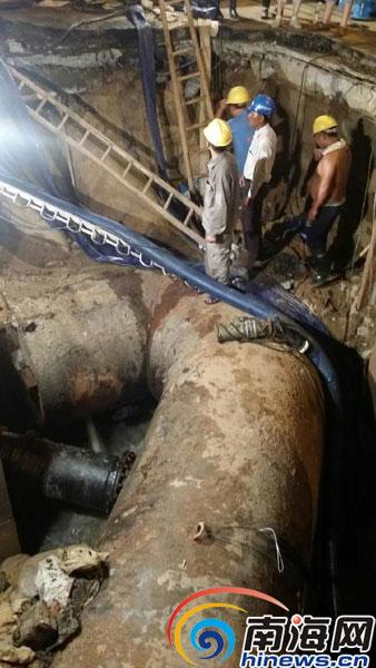 海口抢修高登街路段漏水水管 预计4日12时修复