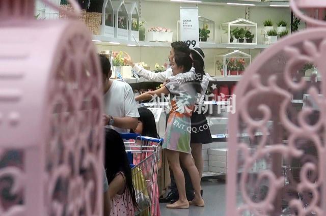 """腾讯娱乐讯(赵阳阳/图文)香港女星叶璇自从公开与男友""""小默先生""""的图片"""