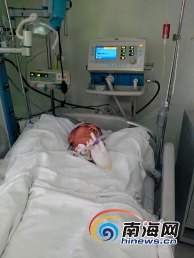 <b>海口46岁男子突然晕倒颅部4次手术急需20万元救命钱</b>