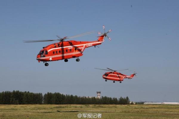 森林灭火直升机编队起飞.