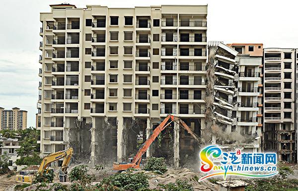 """三亚天涯区""""放倒""""2栋违建面积近1.2万平米"""