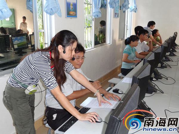 <b>保亭什玲中心学校陈秋来:让学生爱上信息技术</b>