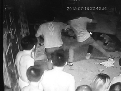 儿子偷看路边男女吵架遭谩骂父亲还嘴被打至吐血