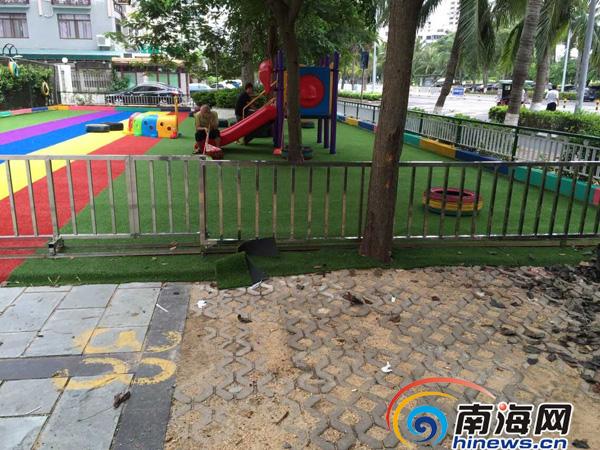 海口香榭丽花园小区:幼儿园占小区停车位建游乐场
