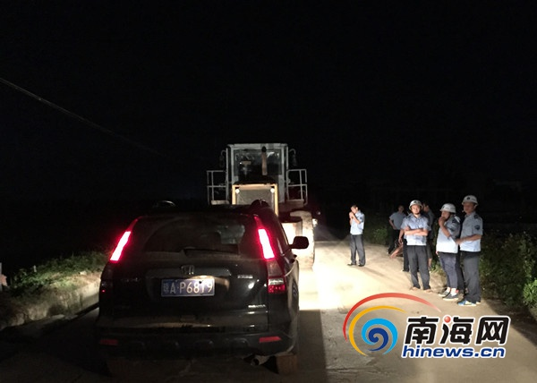 <b>海口严打南渡江非法采砂驱离运砂车10辆</b>