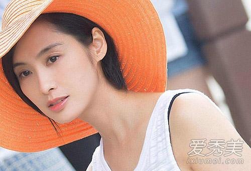 朱茵短发旧照,齐脖短发变身清新女神,短直发造型很适合炎热的夏