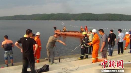 据悉,4日16时许,鹤岗市东山区鹤立湖4名游客在游玩时发生溺水事故