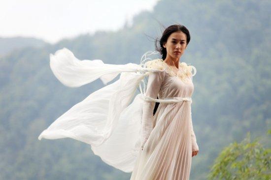 2012春晚罗京白衣女子
