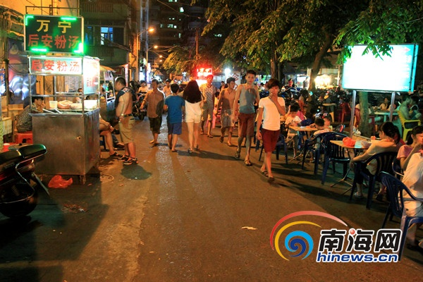 南海网记者夜访海口美兰区:部分路段仍占道运营