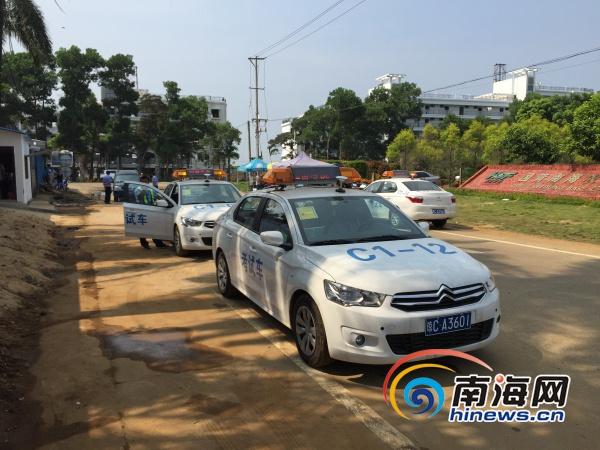 南省机动车驾驶人科目三(小型汽车)考试学员积压的问题.高清图片