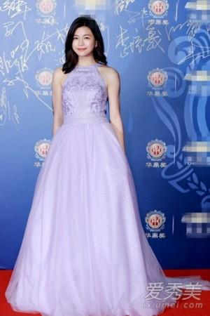 这一款浅蓝色抹胸礼服裙