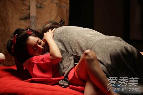 电影里的露点无码_安达佑实在电影《花宵道中》扮演艺妓,挑战露点床戏.