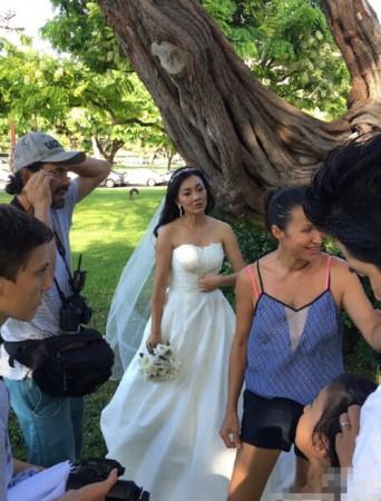 牛莉的婚纱照_牛莉性感