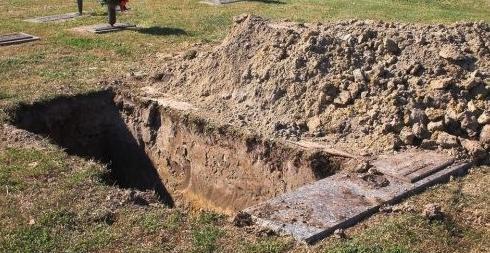 梦见父亲坟墓被挖