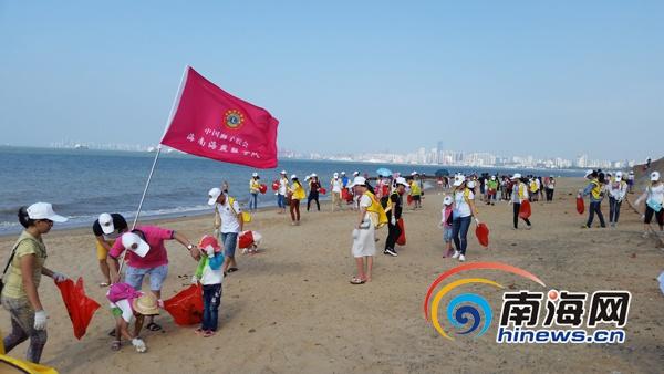 """""""净化椰城益起来""""公益活动:400名志愿者清理海口西海岸"""